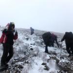 20. Na drugą kulminację Szerokiego Wierchu podchodziliśmy po kamieniach i lodzie.