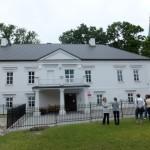 18. W dworze Długoszowskich w Bobowej mieści się dziś szkoła muzyczna.