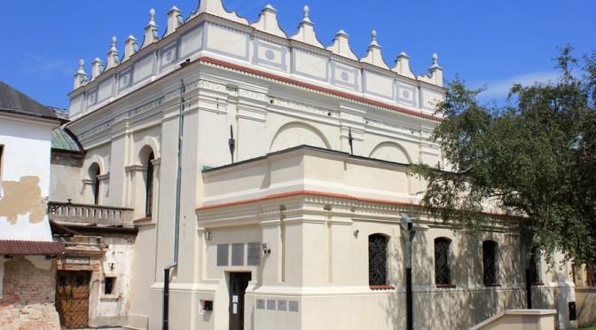 22. ...obok danej XVII-wiecznej synagogi...