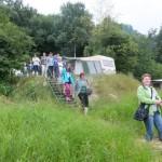 36. Obok namiotów i przyczep kempingowych zeszliśmy...