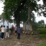 39. Na cmentarzu nr 130 dominantę stanowi kamienny obelisk z krzyżem.