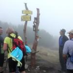 8. Goły Wierch czoło grupy osiągnęło we mgle...