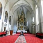 4. Kościół zdobią gotyckie ołtarze...