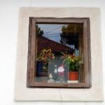 47. ...i wiekowego domku z oknami udekorowanymi krasnalami...
