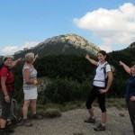 41. Z przełęczy pod Ostrą pokazujemy Siwy Wierch.