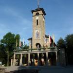 """18. Sanktuarium """"Na górce"""" upamiętnia objawienie się Pięknej Pani 12-letniej Juliannie 25 lipca 1894 r."""