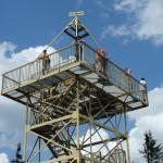 31. Z wieży widokowej przy klarownym powietrzu można podziwiać Tatry.