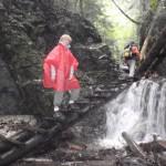 16. Machowy wodospad był świetnym miejscem na pamiątkowe zdjęcie.