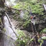 20. Obok wodospadu Obrońców Przyrody w górę wiodła wysoka drabina.