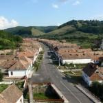 Widok z wieży warownego kościoła w Valea Viilor.