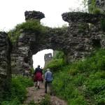 1. Na szczycie wzgórza weszliśmy w ruiny węgierskiej warowni…