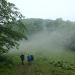 16. Drugi dzień zaczął się pod znakiem mgieł ścielących się w przełęczach.