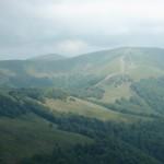 30. Dopiero na zbliżeniu widać detale naszego przejścia: zalesioną przełęcz, żleb ze źródełkiem i Klimową na ostatnim planie.