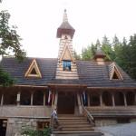 33. Pod kaplicą MB Jaworzyńskiej, której budowę zakończono w latach 90-tych XX wieku…