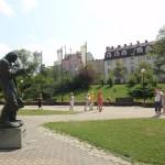 27. Spacer po Kielcach rozpoczęliśmy od pomnika Milesa Davisa przy Kieleckim Centrum Kultury.