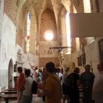 8. Gotyckie prezbiterium zdobi XIV-wieczna polichromia…