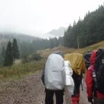11. Z przełęczy La Sipote wyruszyliśmy na trasę w deszczu.