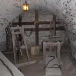 22. Trasa zwiedzania wiodła przez zamkowe lochy z salą tortur…