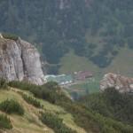 25. …i widok na schronisko Cabana Malaeşti po zachodniej stronie.