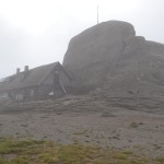 28. …na schronisko położone na samym szczycie najwyższego w tych górach Omula (2505m n.p.m.).