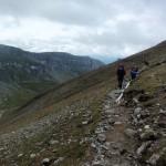 52. Trawersując boczny grzbiet mieliśmy widok na Muntele Doamnele za doliną okresowego potoku Gaura…
