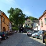 7. Na końcu ulicy Szkolnej bardzo oryginalne schody, bo zadaszone…