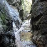 3. Wąskie przejścia w wysokich ścianach skalnych Dolnych dier…