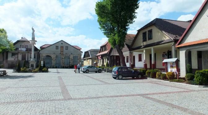 36. Na lipnickim rynku stoi figura św. Szymona, który stąd pochodził.