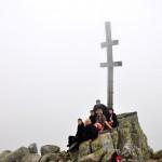 """37. Na najwyższym szczycie Niskich Tatr stoi """"słowacki"""" krzyż."""