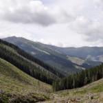7. Z podejścia szlakiem czerwonym widziała wyciągi na Chopoka...