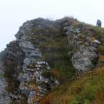 13. Wychodnie skalne schodziły stromo do doliny Bystrički.