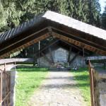 2. …obok cmentarza słowackich partyzantów poległych w 1945 r…