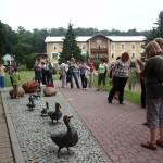 Nasze zainteresowanie wzbudziła plenerowa rzeźba kaczej rodziny.