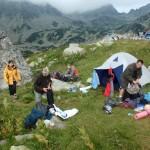 Zwijanie obozu w sobotni ranek.
